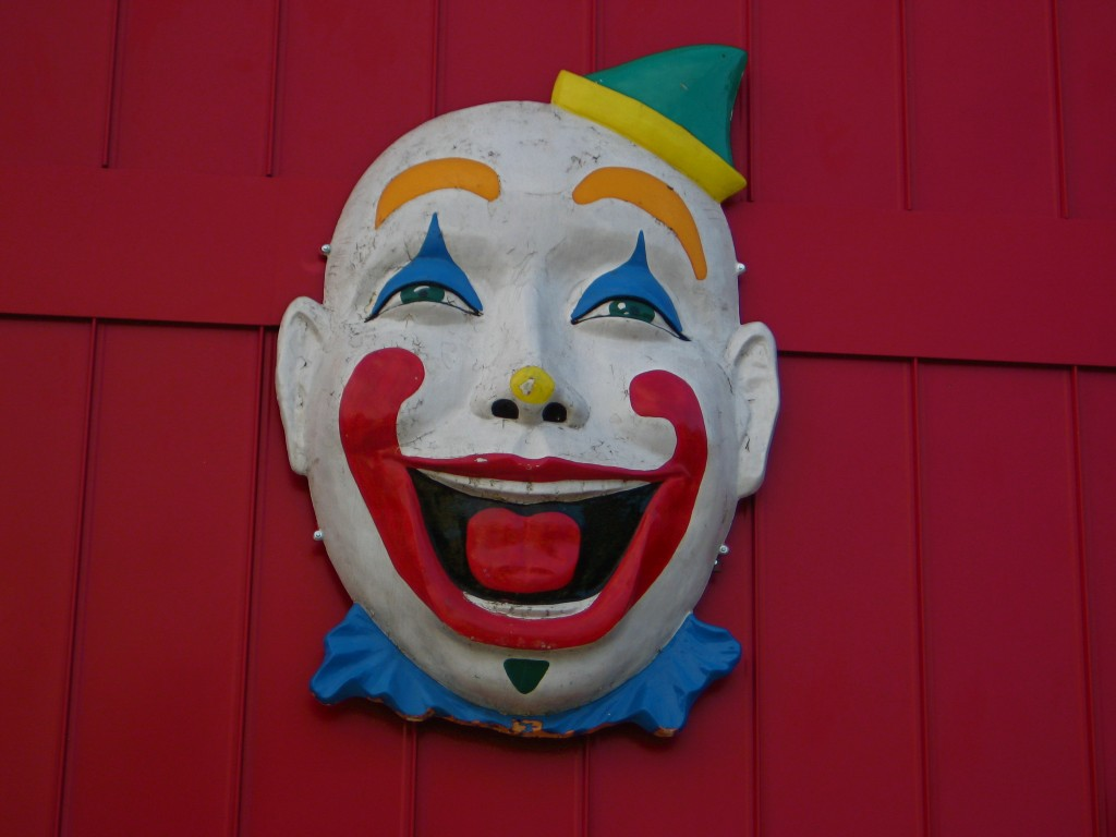 Kitsch Fix #7: Clown-Capped Garages – coté writes