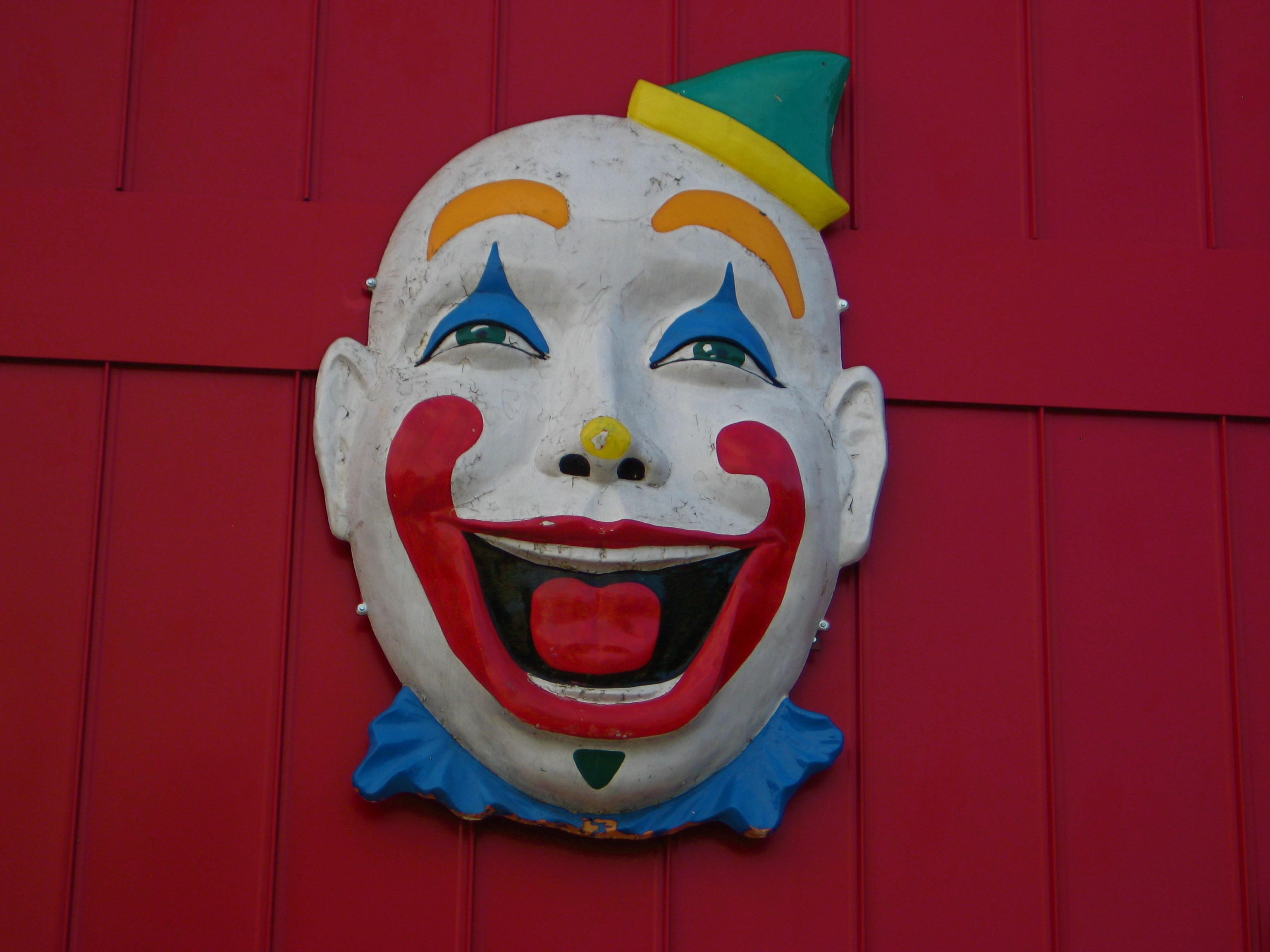 Kitsch Fix 7 Clown Capped Garages Cot Writes