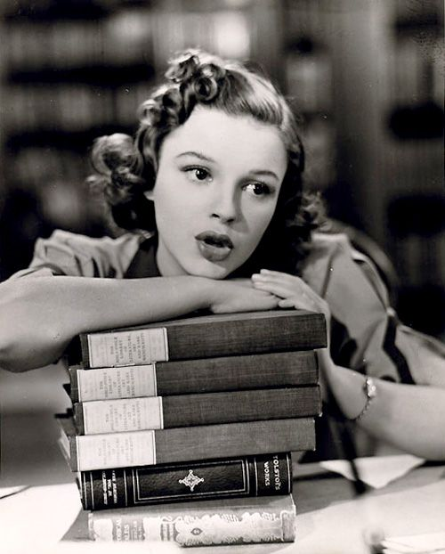 "Judy Garland singing whilst leaning on books in ""Strike Up The Band"""